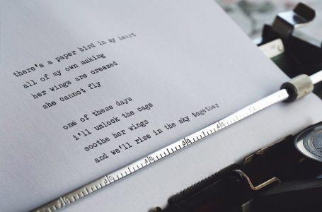 Donner des poèmes aux familles en deuil